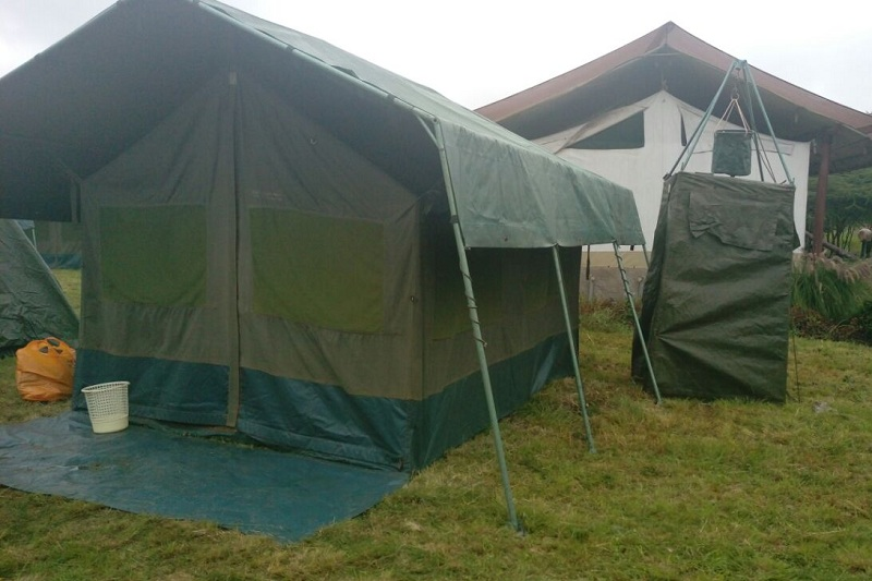 KIZINGO TENT WITH SHOWER